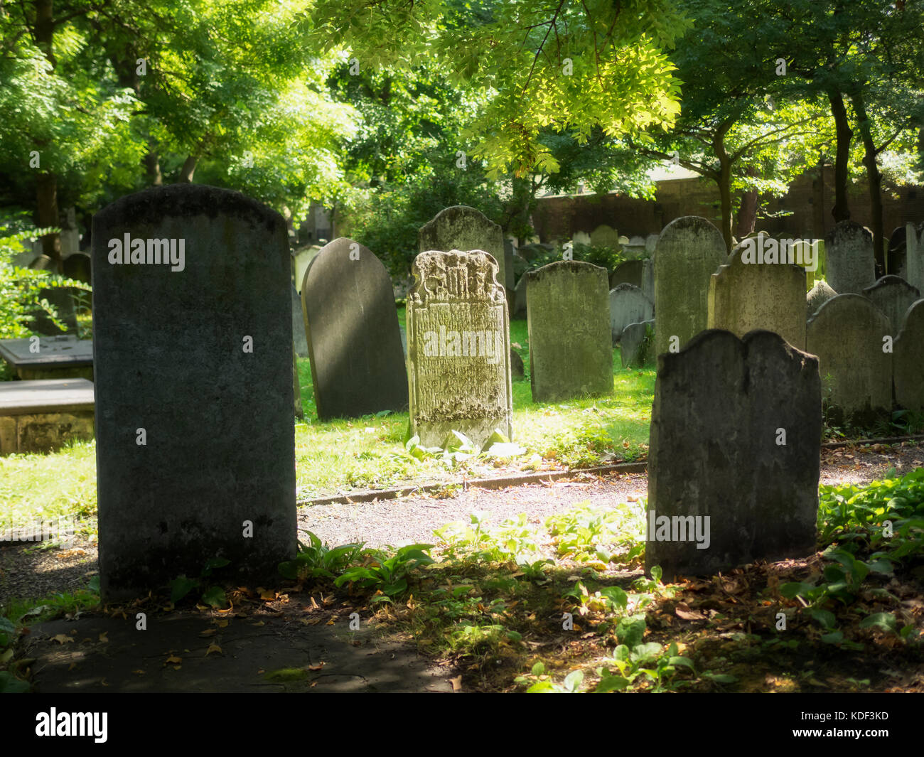 BUNHILL FIELDS BURIAL GROUND, LONDON, UK:  Gravestones in the Burial Ground which is now a Public Garden - Stock Image