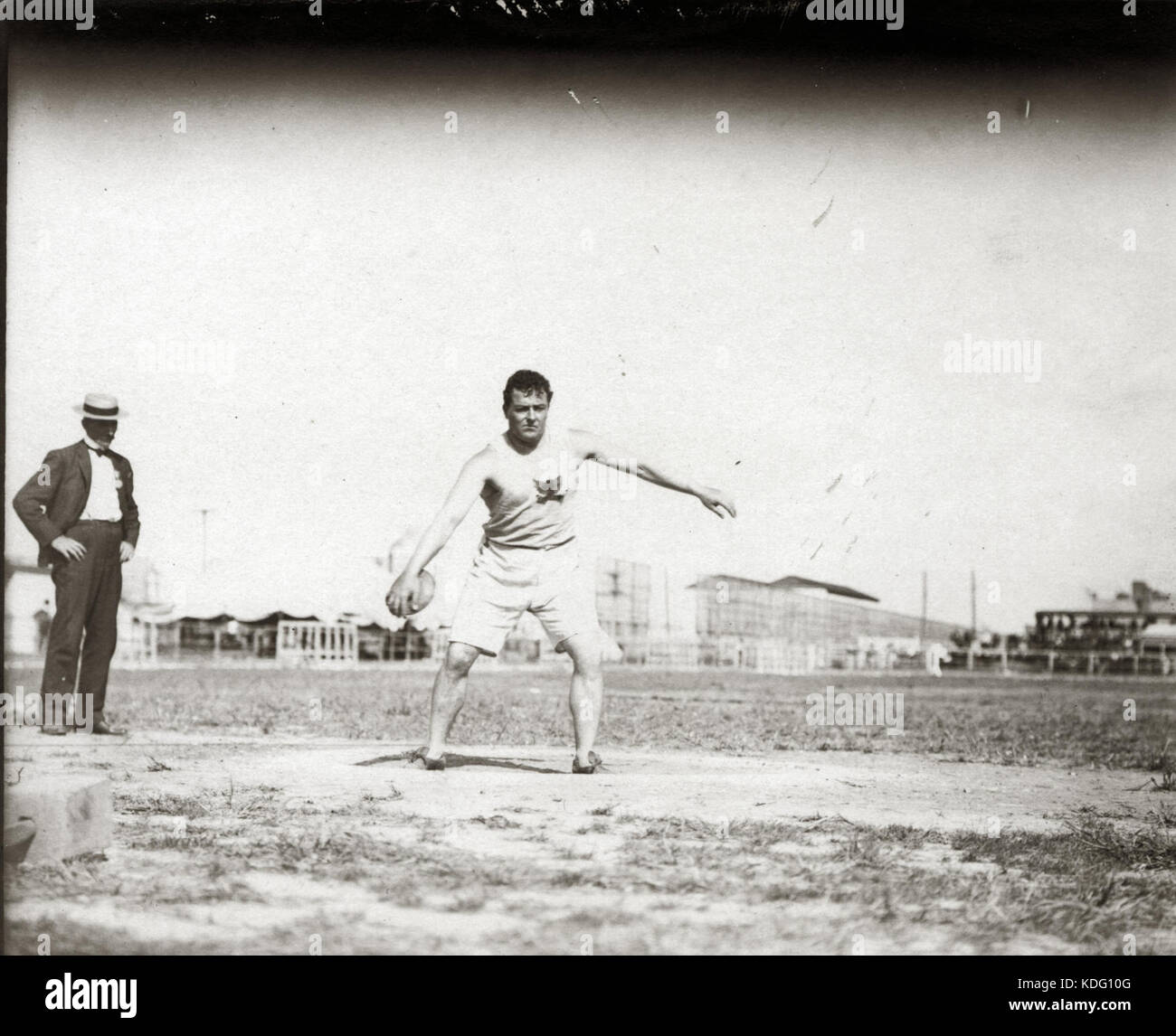 John Flannigan of the Greater New York Irish Athletic Association throwing a discus at the 1904 Olympics - Stock Image