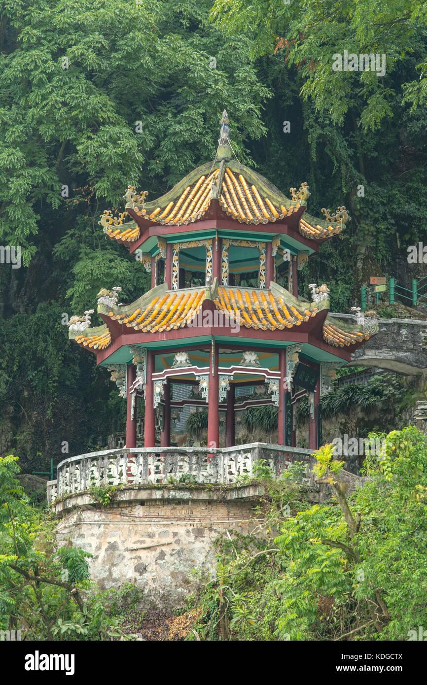 Pavilion on Lijiang River, Yangshuo, Guangxi, China - Stock Image