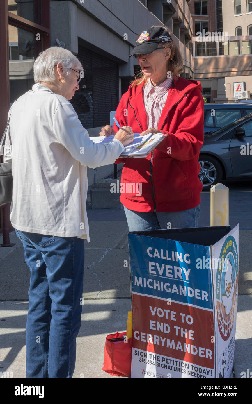 Grand Rapids, Michigan - A volunteer circulates a ballot petition to end gerrmandering in Michigan. The proposal - Stock Image