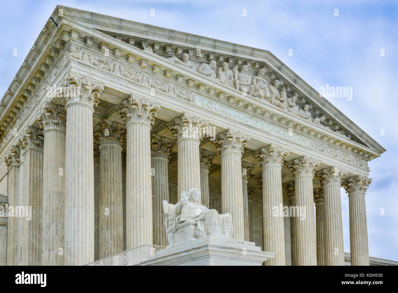 Entrance to the US Supreme Court's magestic bulding with the Statue of Contemplation in foreground  in Washington, - Stock Image