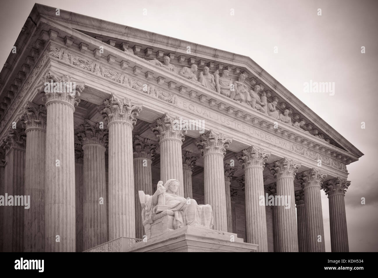 Entrance to the US Supreme Court's majestic building with the Statue of Contemplation in foreground  in Washington, - Stock Image