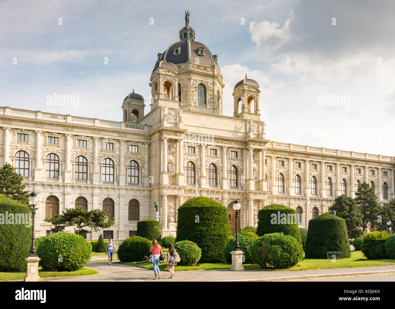 VIENNA, AUSTRIA - AUGUST 28: Tourists at the art history museum at the Maria-Theresien-Platz square in Vienna, Austria - Stock Image