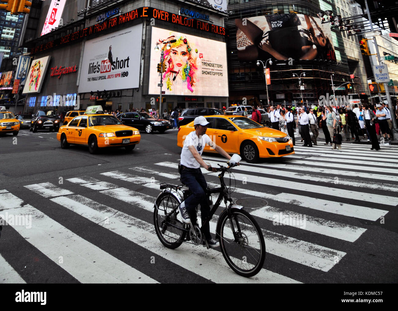 7th Ave & 42nd St junction in Midtown Manhattan. - Stock Image