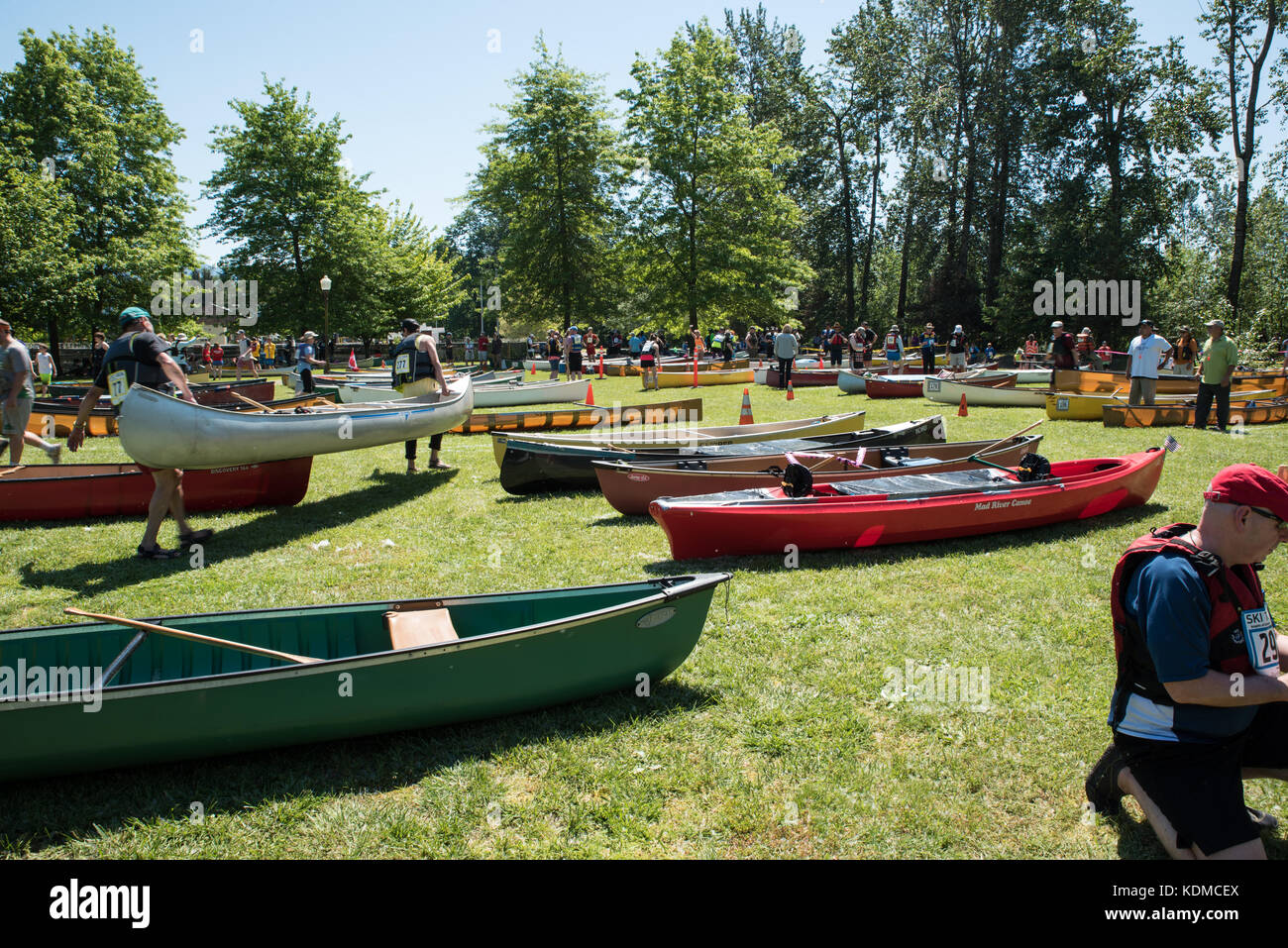 Green Canoe Red Canoe - The annual Memorial Day Ski to Sea race includes cross-country skiing, downhill skiing, - Stock Image