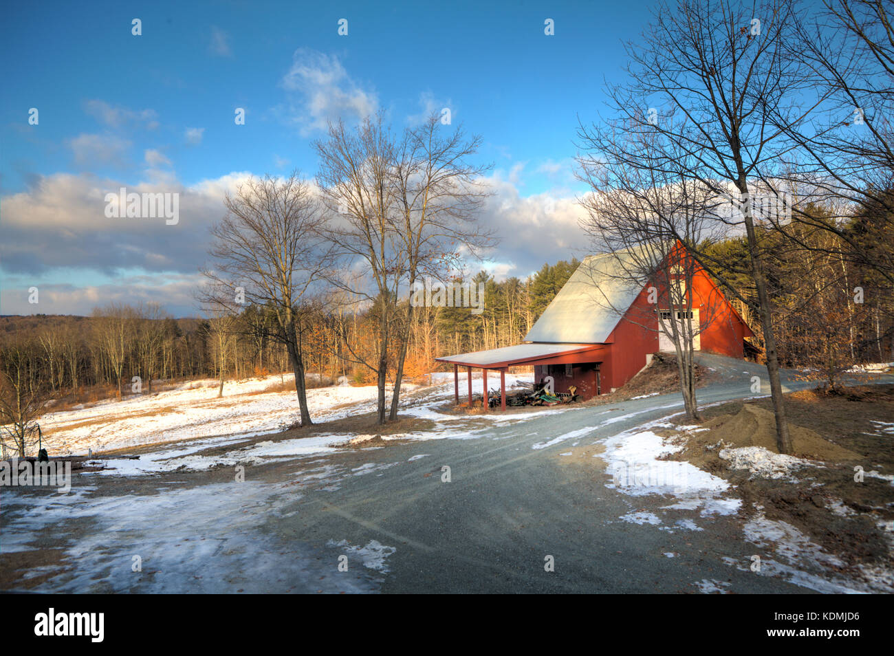 Red Horse Barn In Winter With Snow On The Ground In Hartland Vt Stock Photo Alamy