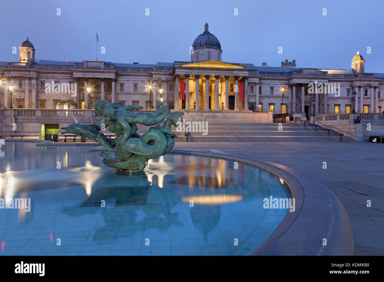 LONDON, GREAT BRITAIN - SEPTEMBER 18, 2017: The fountain of Trafalgar square at dusk. Stock Photo