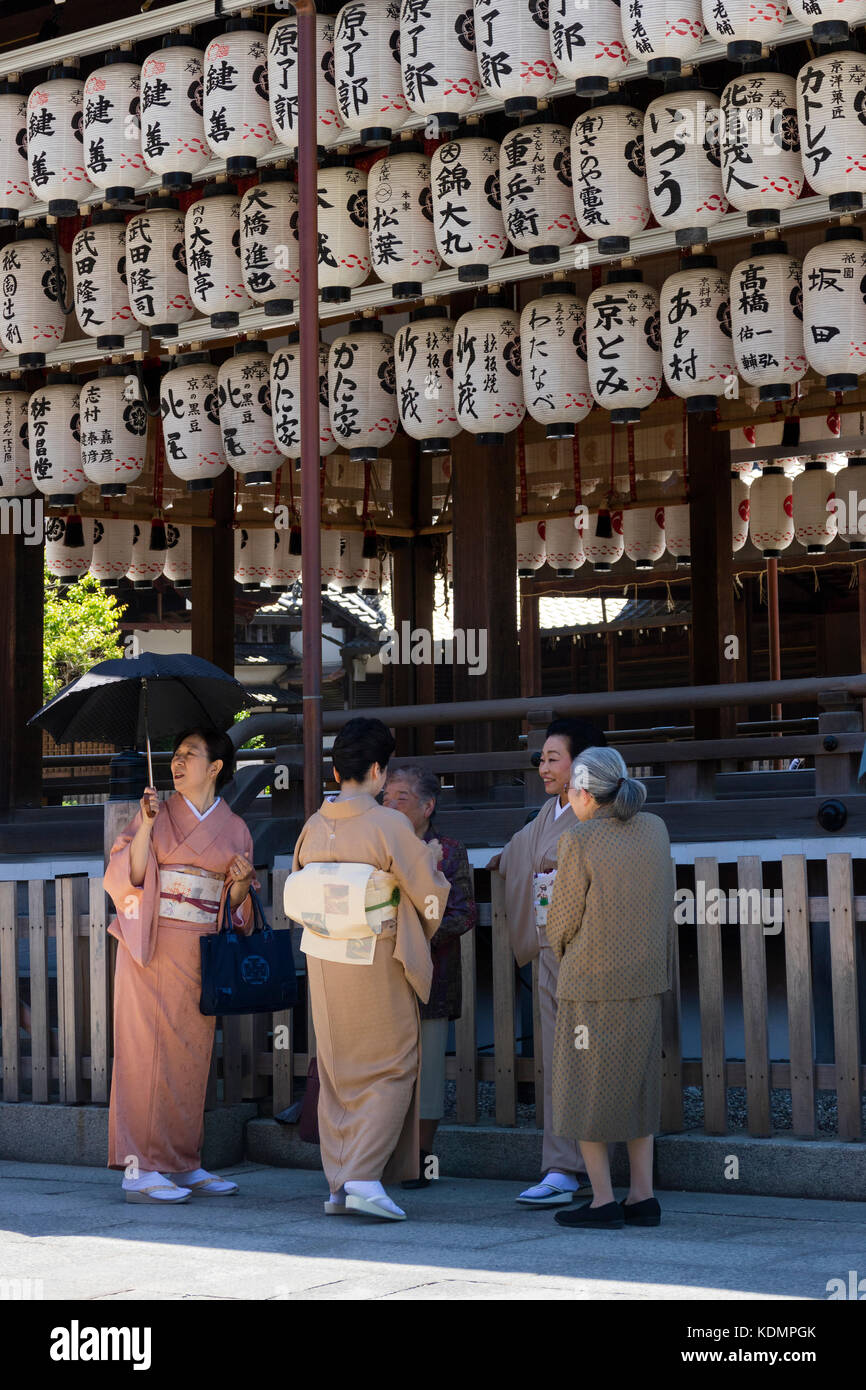 Kyoto, Japan - May 19, 2017: Traditional dressed women in kimono in front of the Yasaka jinja shrine - Stock Image