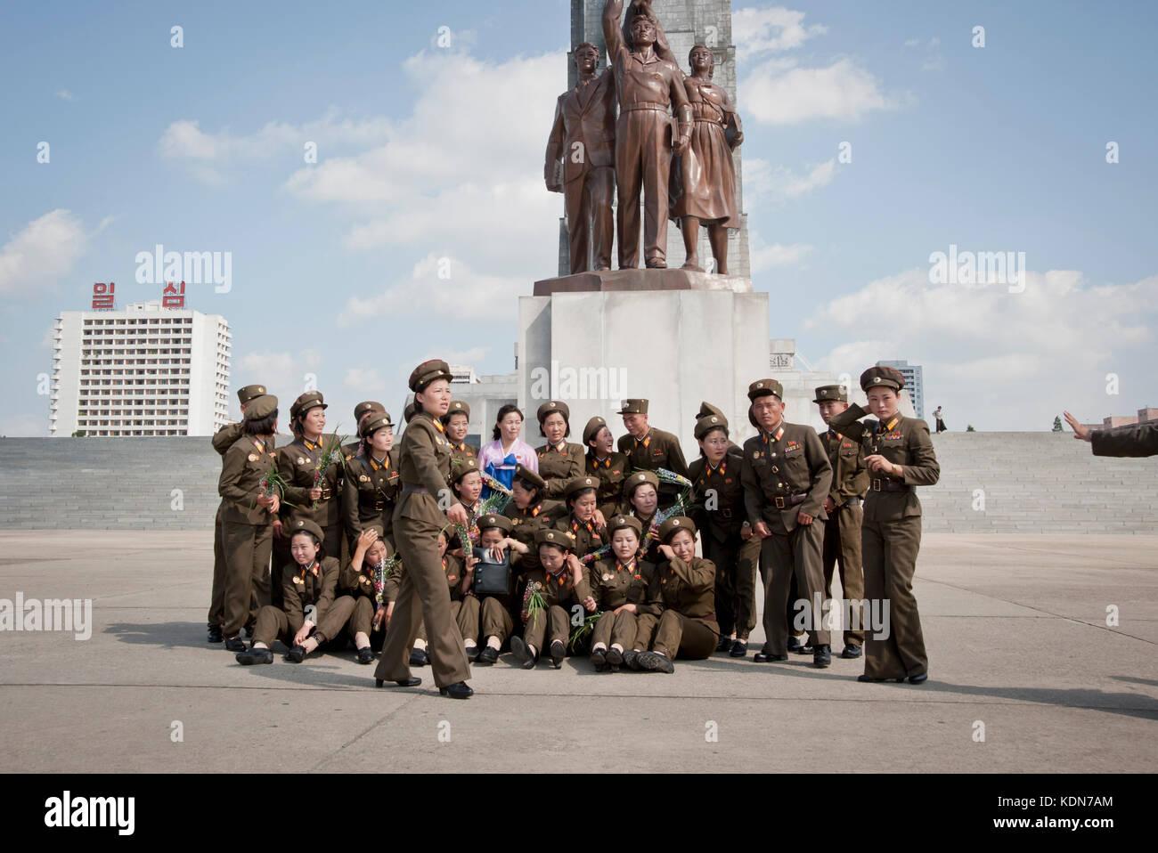 Rassemblement militaire pour une photo de groupe à la tour du Juché à Pyongyang le 9 octobre 2012. Military meeting Stock Photo