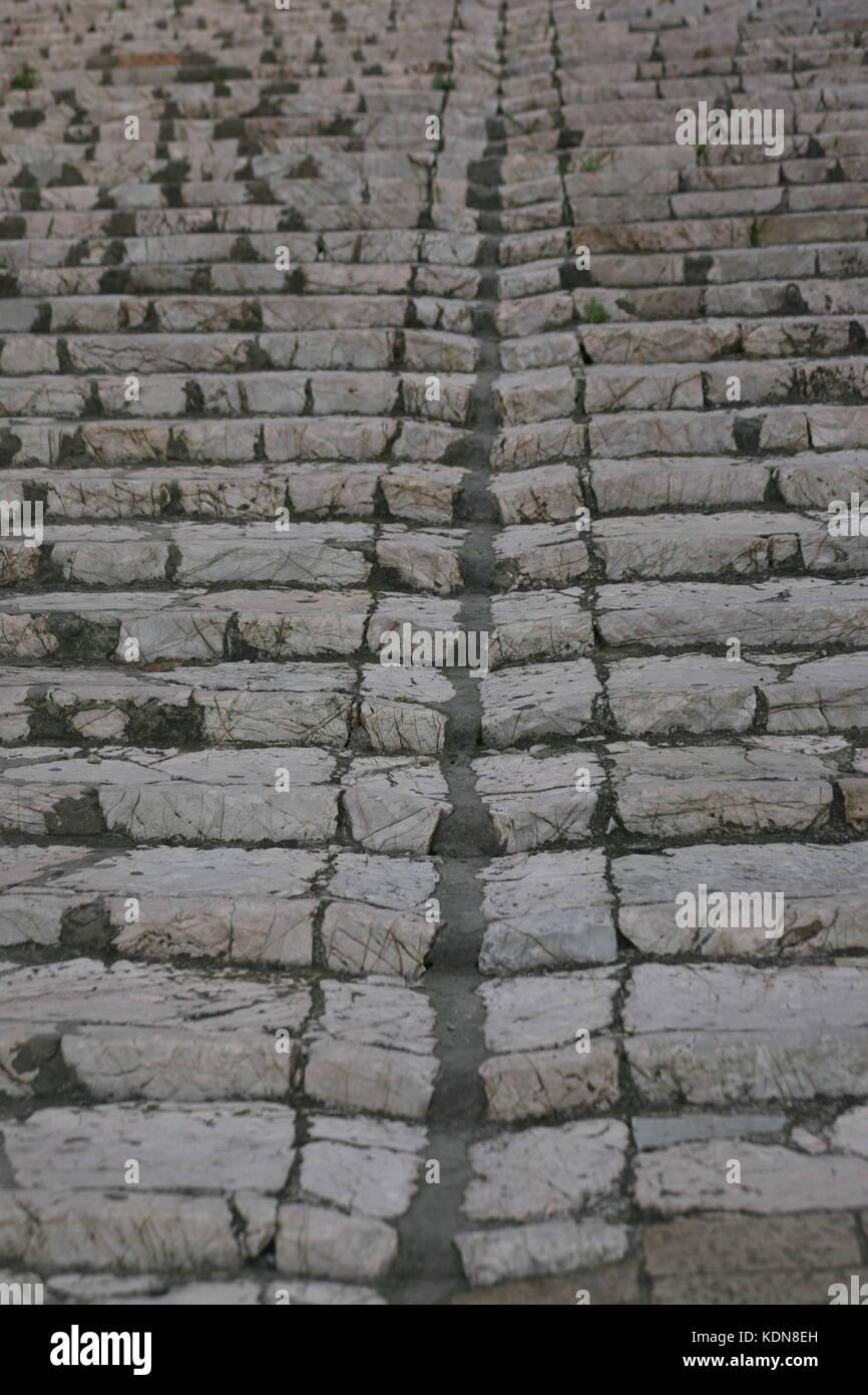 Morbide Stufen einer antiken steinernen Treppe - Morbid steps of an ancient stone staircase - Stock Image