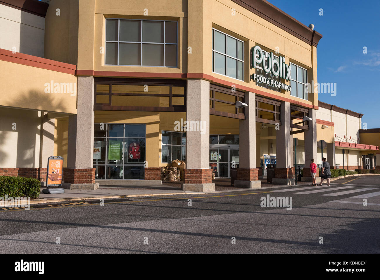 Publix Grocery Store Employee Stock Photos & Publix Grocery Store ...
