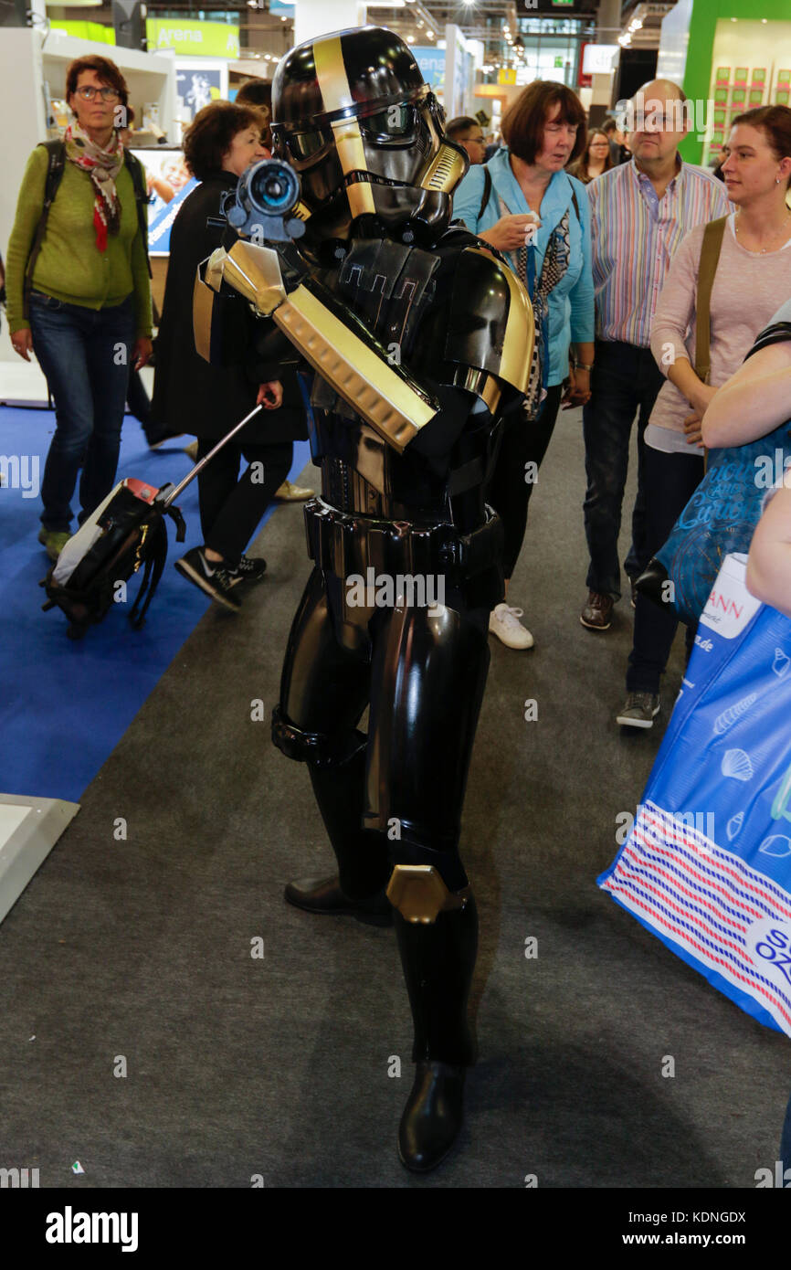 Frankfurt Germany 14th Oct 2017 A Cosplayer Poses As A 382nd