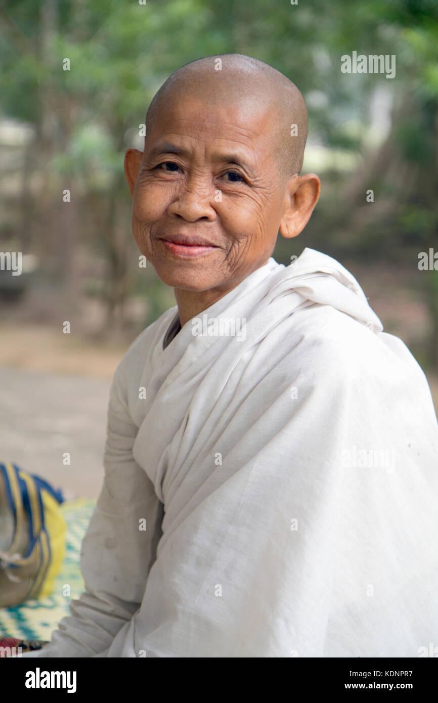 cambodian nun stock photos & cambodian nun stock images - alamy