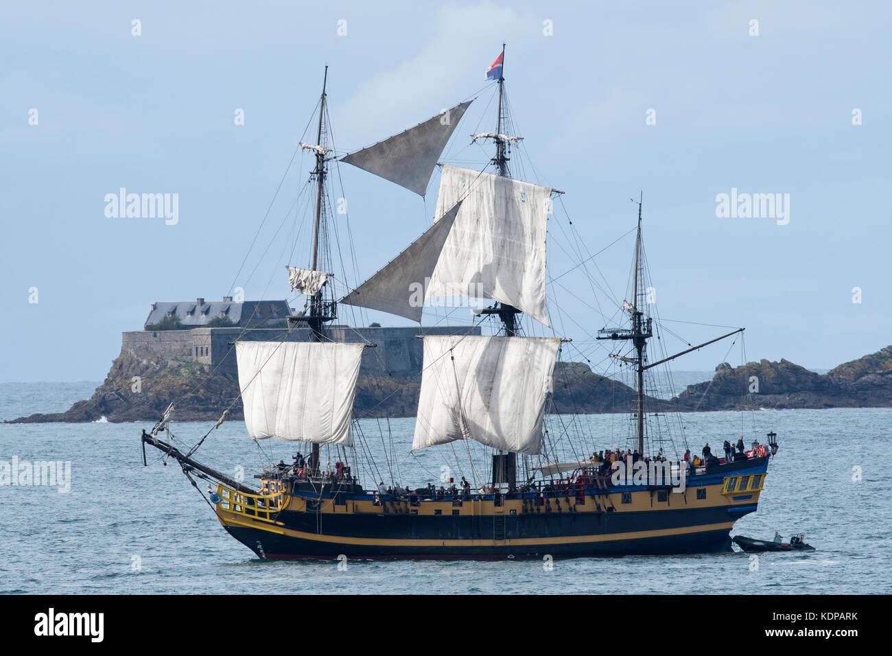 Etoile du Roy three masted frigate sails in to St Malo. - Stock Image