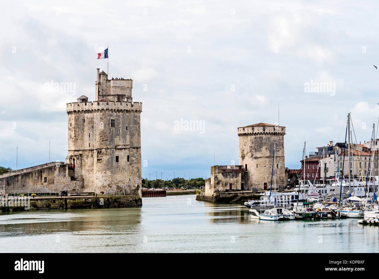 La rochelle france vieux port ancient harbour alter hafen stock photo 163376151 alamy - Restaurant vieux port la rochelle ...