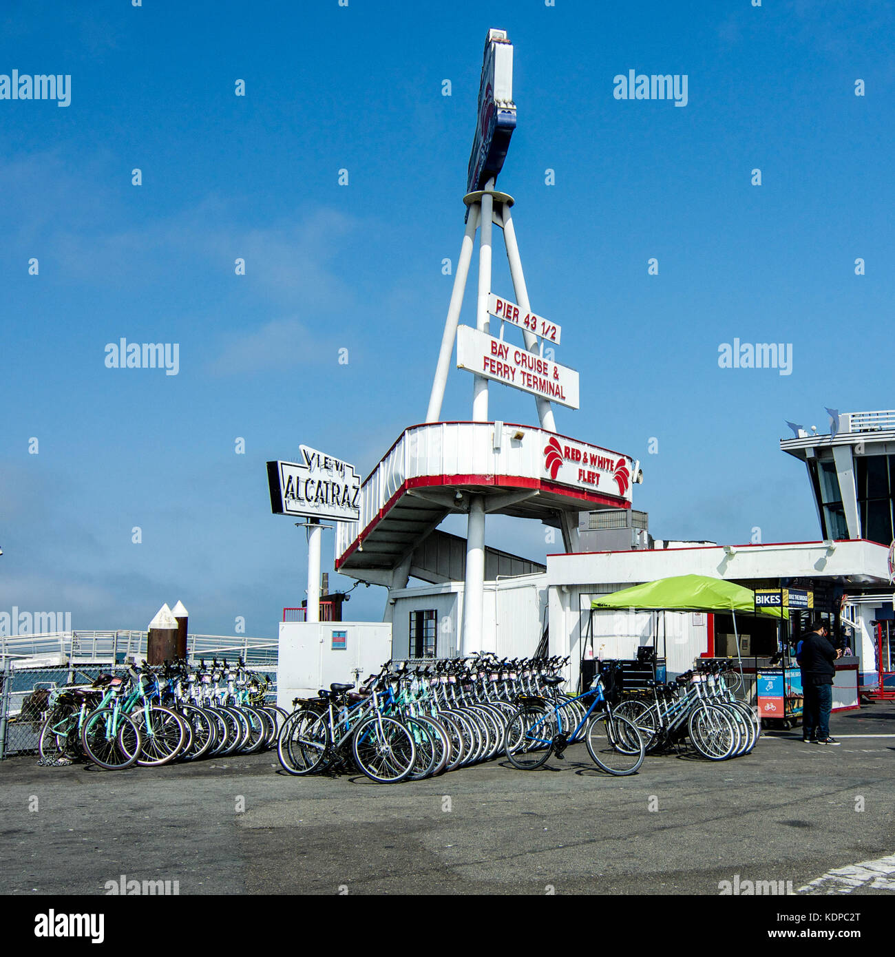 San Francisco, California, USA, 08 September2017. Bicycles for rent in San Francisco in San Francisco's harbor - Stock Image
