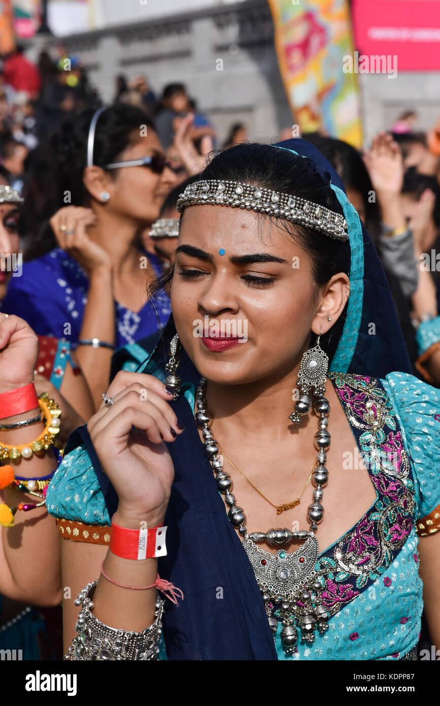 Trafalgar Square, London, UK. 15th Oct, 2017. Hindu, Sikhs and Jains celebrate the 16th annual festival of Light Stock Photo