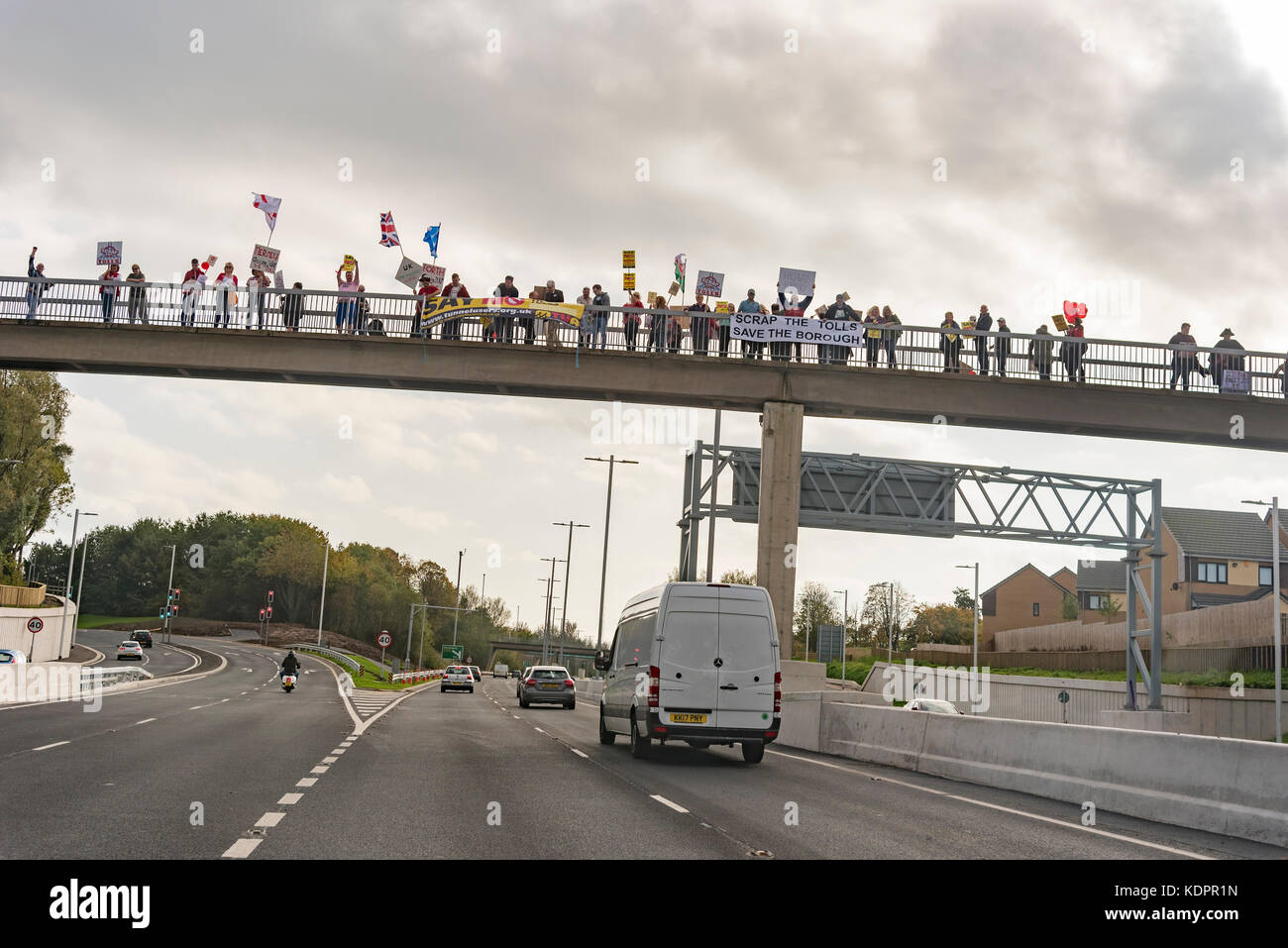 Runcorn. United Kingdom.  15 October. 2017. Protestors on a bridge over the access road for the New Mersey Gateway - Stock Image