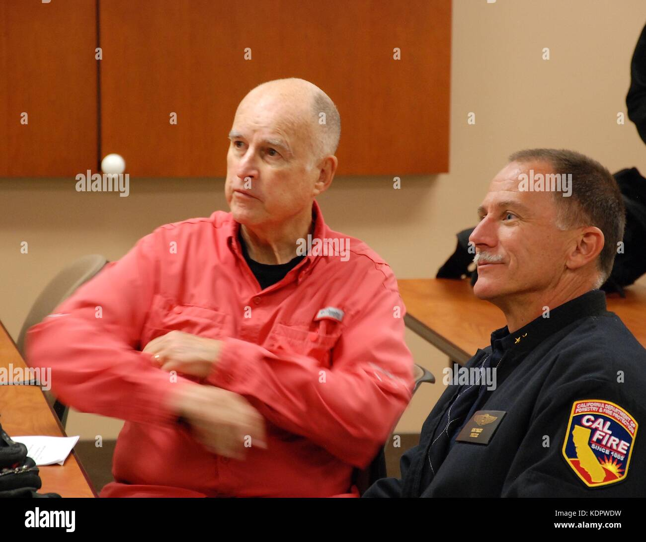 California Gov. Jerry Brown, left, sits with CAL FIRE Director Chief Ken Pimlott during a briefing on the wild fires - Stock Image