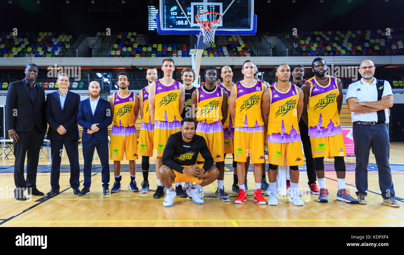 London, UK, 15th Oct 2017. Team shot -The London Lions team 2017/2018 and coaches after the game. the London Lions Stock Photo
