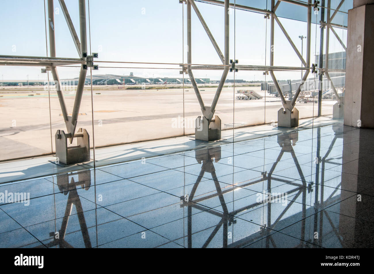 view of the anchors of the structue and the landing track trough the window, Barcelona Airport, Terminal 2 - Stock Image