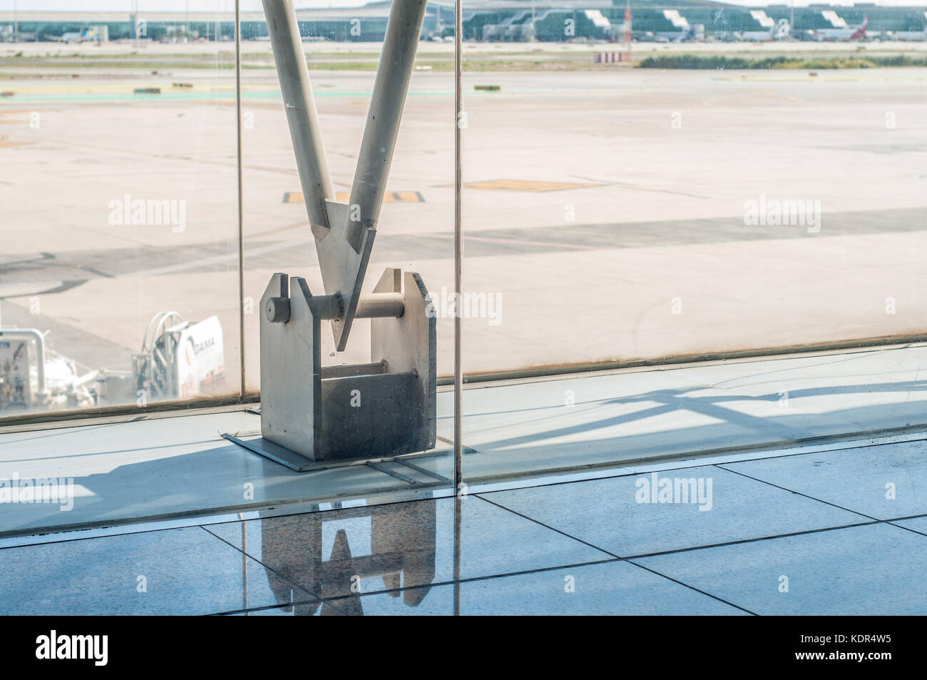 close-up view of the anchor structure, Barcelona Airport, terminal 2, Barcelona - Stock Image