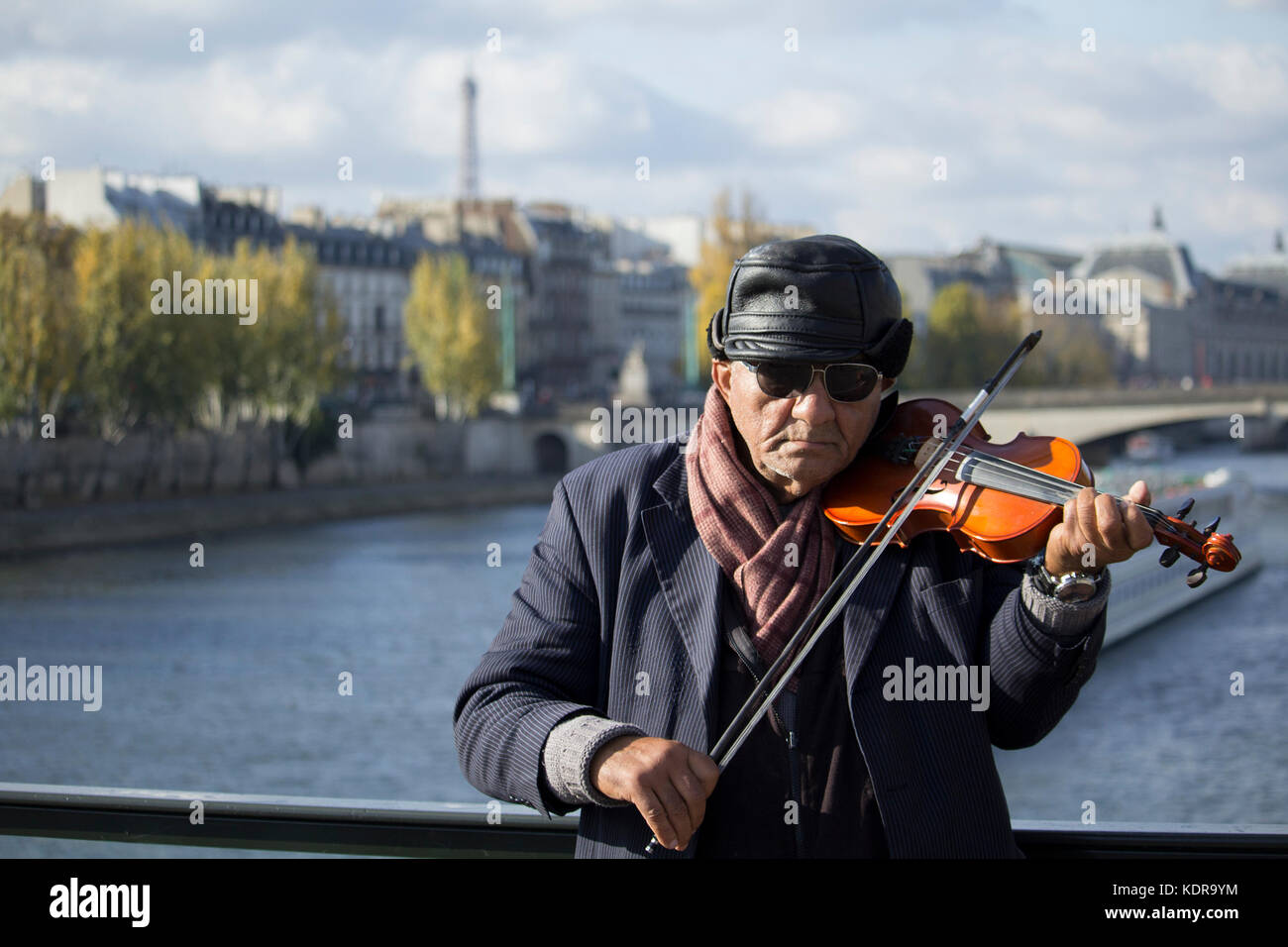 Violin Player in Paris with the Eiffel Tour and buildings in the background - Stock Image