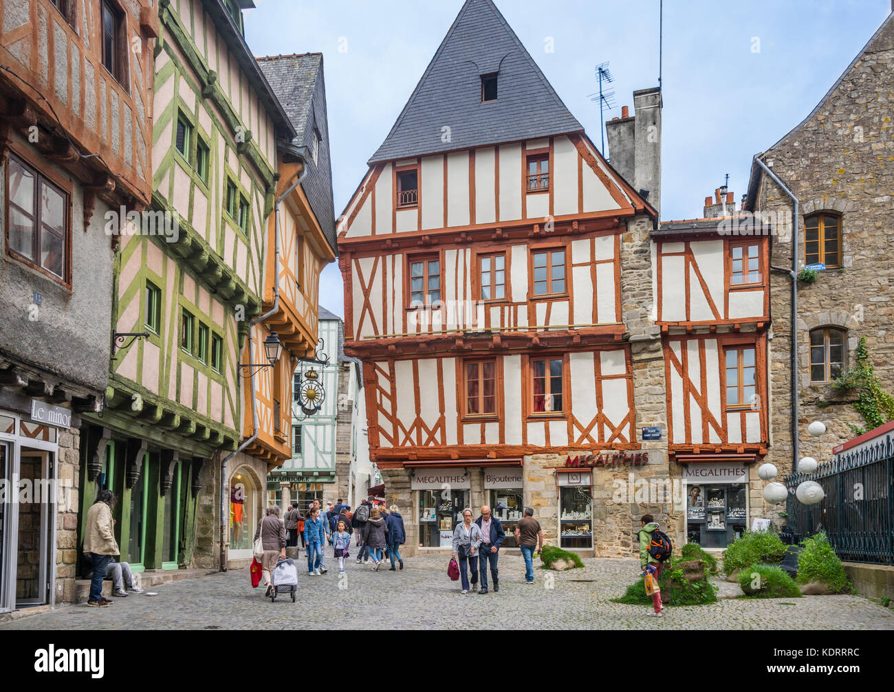 France, Brittany, Morbihan, Vannes, Place Saint-Pierre, medieval timber-framed old town houses next to Vannes Cathedral - Stock Image