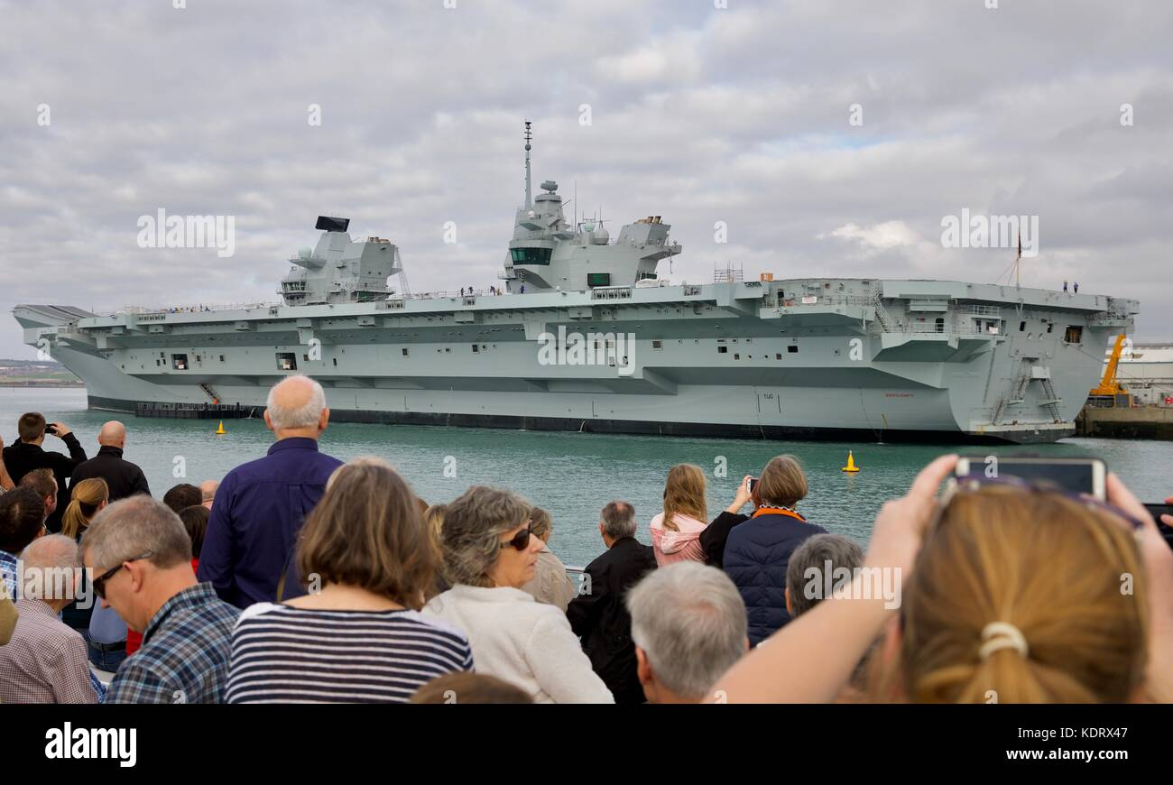 People taking photos of the Royal Navy flagship HMS Queen Elizabeth at Portsmouth Navel Base - Stock Image