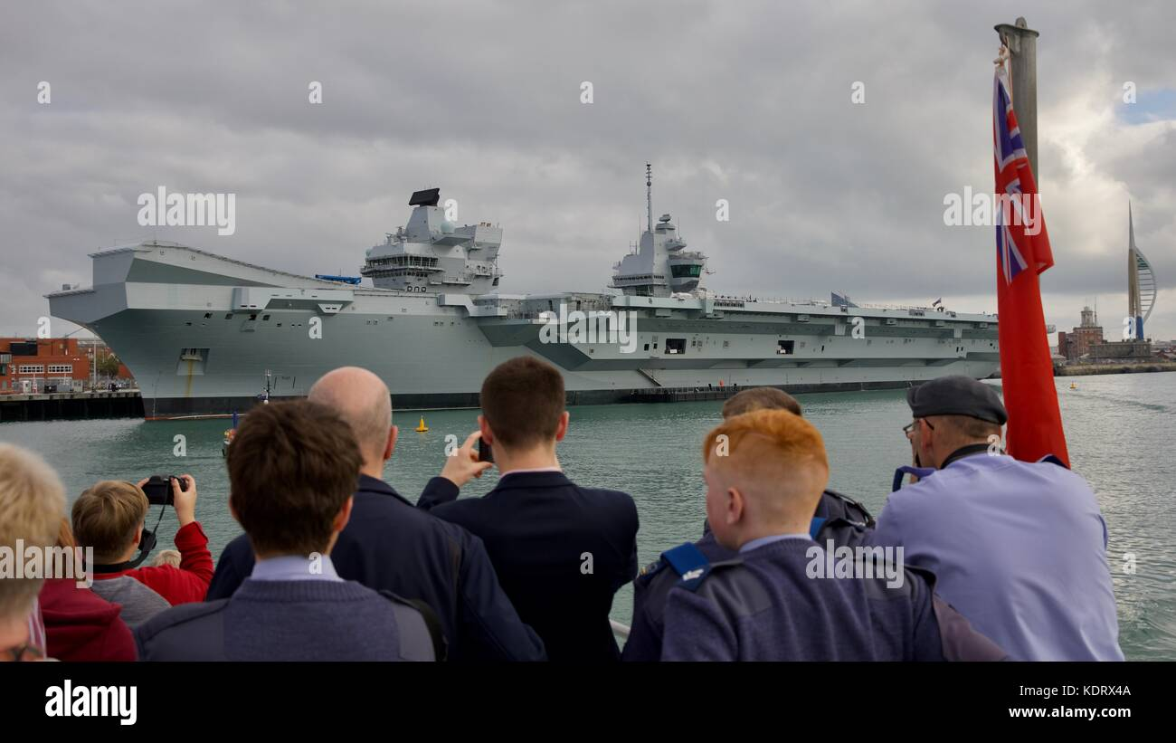 People taking photos of the Royal Navy flagship HMS Queen Elizabeth at Portsmouth Navel Base Stock Photo