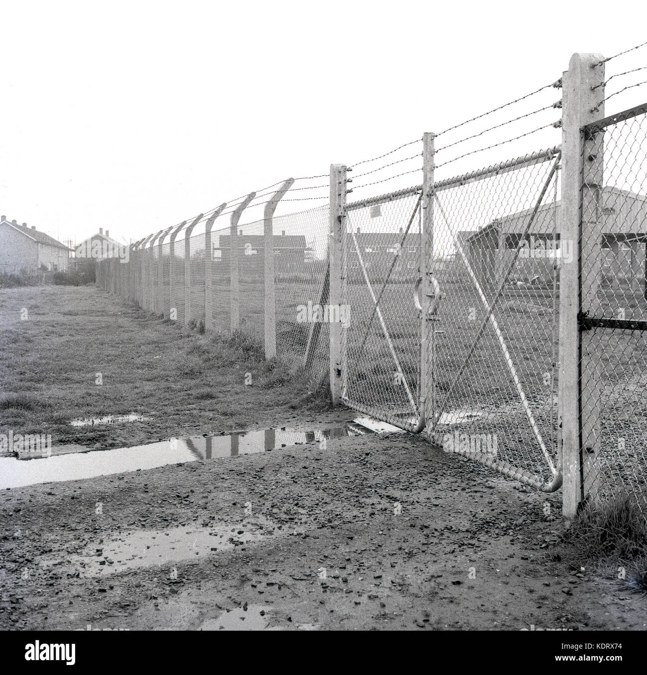 Top Of Security Fence Stock Photos & Top Of Security Fence Stock ...