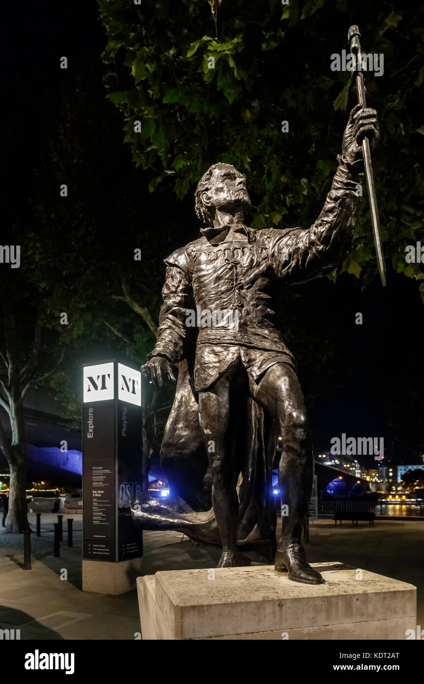 Night view of the statue of Shakespearean actor Sir Laurence Olivier as Hamlet by the National Theatre on the South - Stock Image