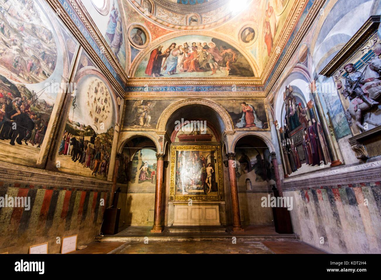 https://c8.alamy.com/comp/KDT2H4/the-basilica-of-san-giacomo-maggiore-an-historic-roman-catholic-church-KDT2H4.jpg