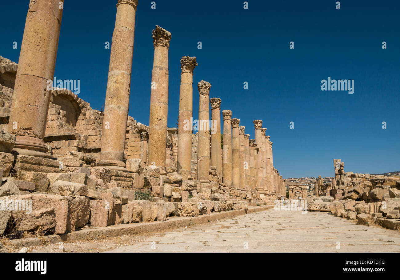 View of paved Cardo with Corinthian columns to North gate, Roman ruined city of Jerash, ancient Gerasa, archeological Stock Photo