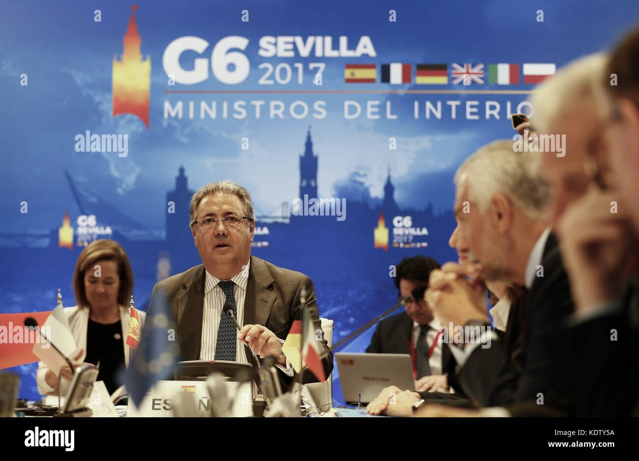 Seville, Spain. 16th Oct, 2017. Spanish Home Minister, Juan Ignacio Zoido (L), chairs a G6 Home Ministers meeting - Stock Image