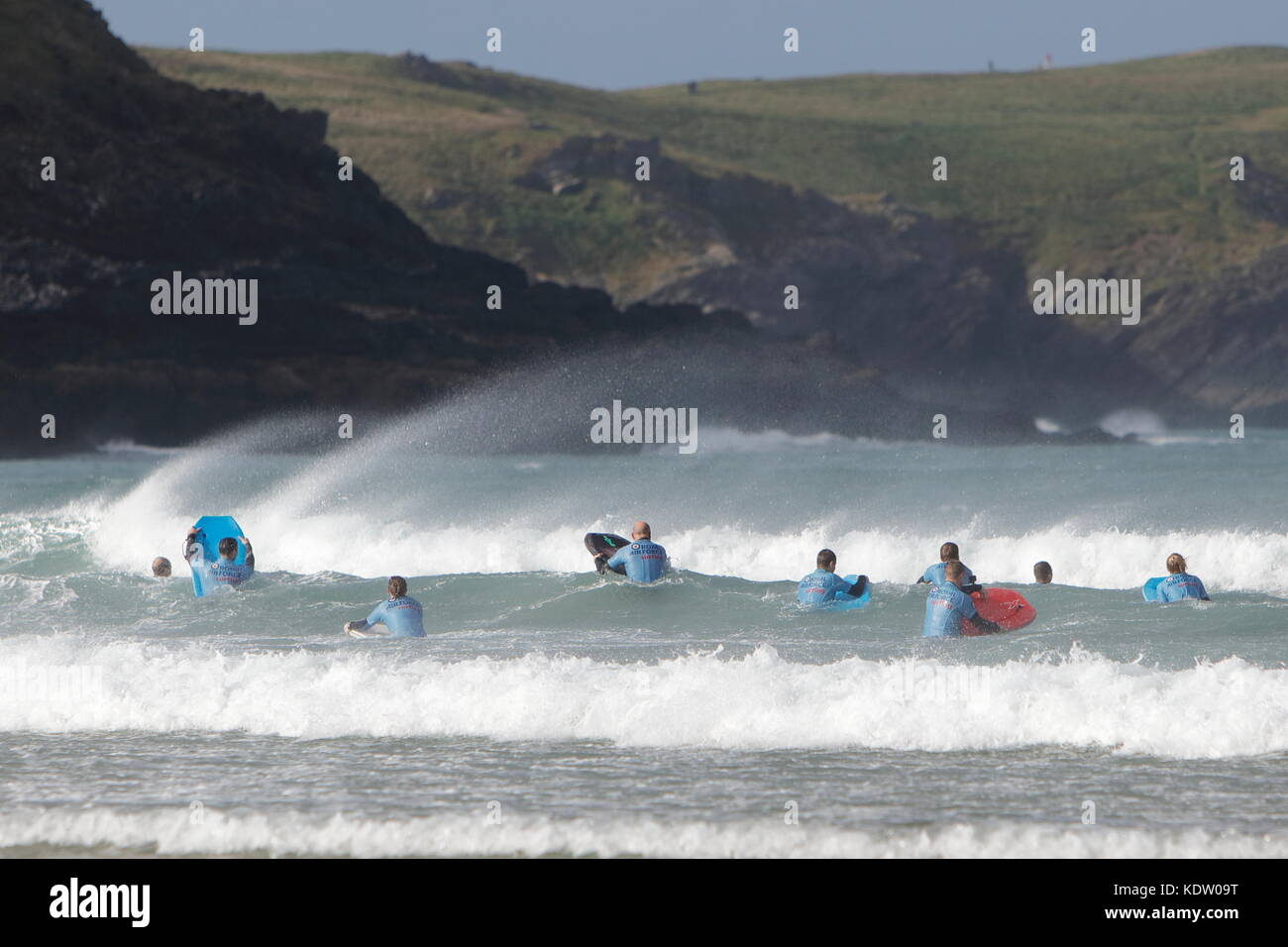 Newquay, UK. 16th Oct, 2017. UK Weather. Strong offshore winds from ex-Hurricane Ophelia blow back the high surf - Stock Image