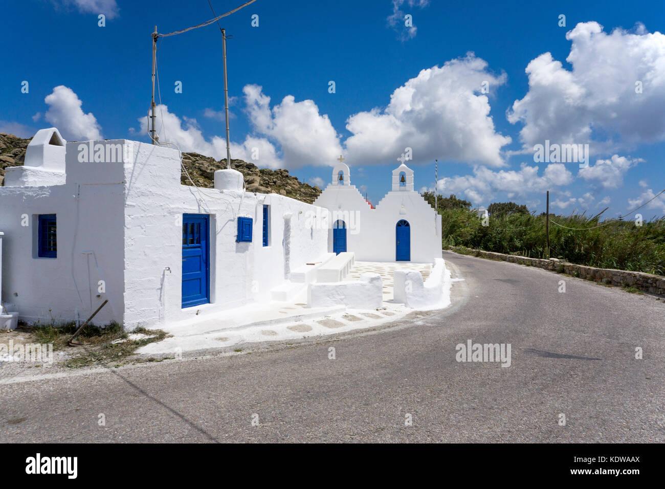 Kleine orthodoxe Kapelle an der Strasse, Inselmitte von Mykonos, small orthodox chapel at the road, Mykonos - Stock Image