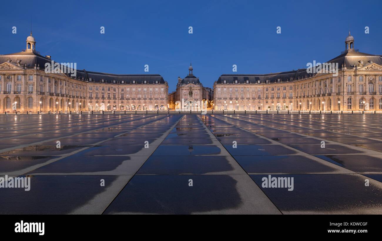 Miroir d'eau at dawn, Place de la Bourse, Bordeaux, Acquitaine, France - Stock Image