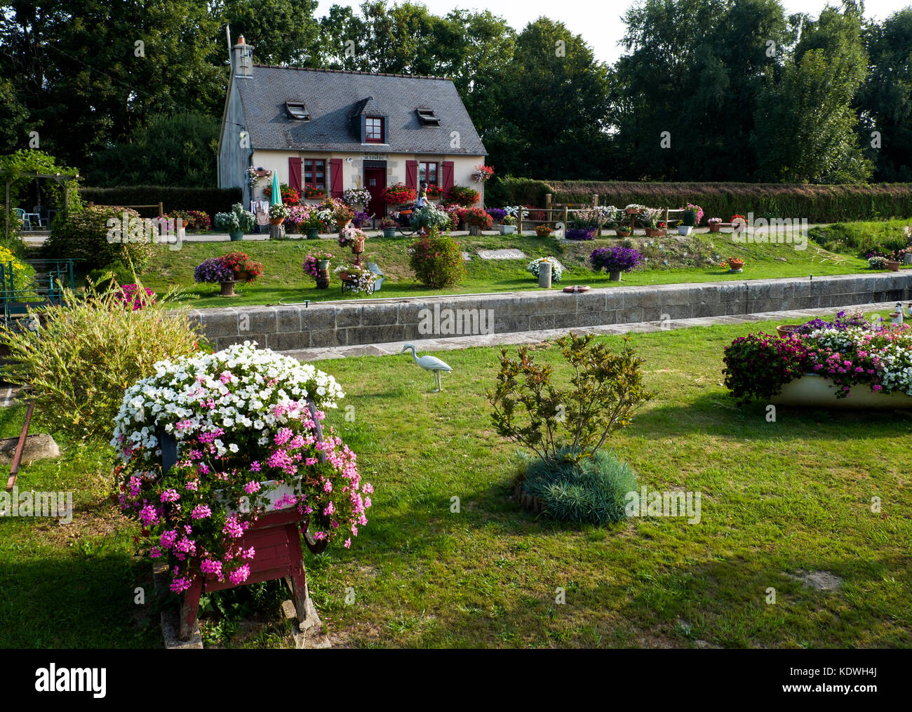 A lock-keeper's cottage on the Nantes-Brest canal  between Josselin and Pontivy,  Seen while explore the Velodyssey - Stock Image