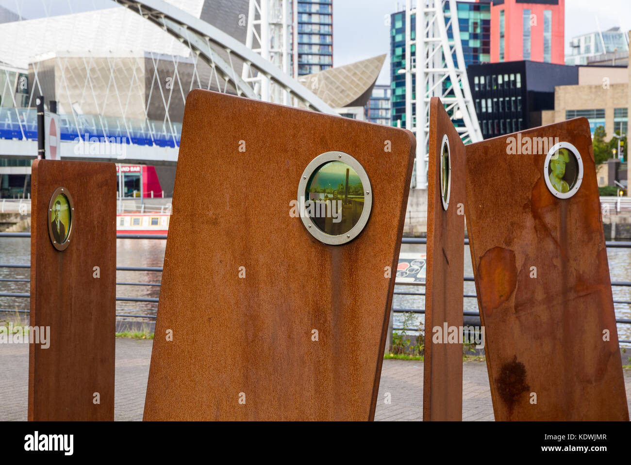 Casuals sculpture in Salford Quays, by Stephen Broadbent celebrating local Dockworkers - Stock Image