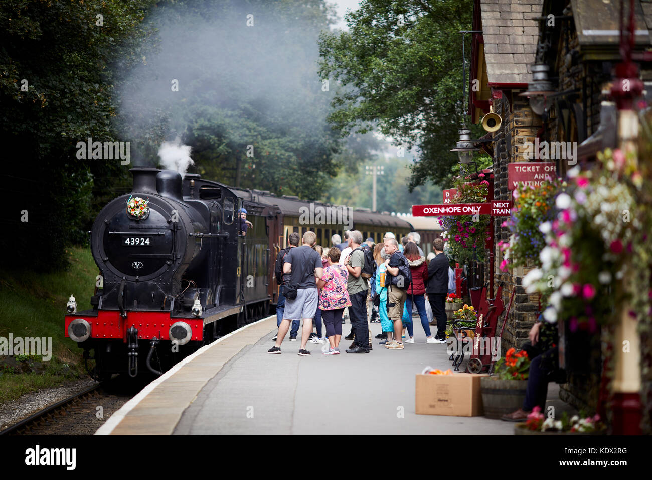 Pennines village, Haworth in West Yorkshire, England.  4F 0-6-0 43924 preserved steam engine on the Keighley and - Stock Image