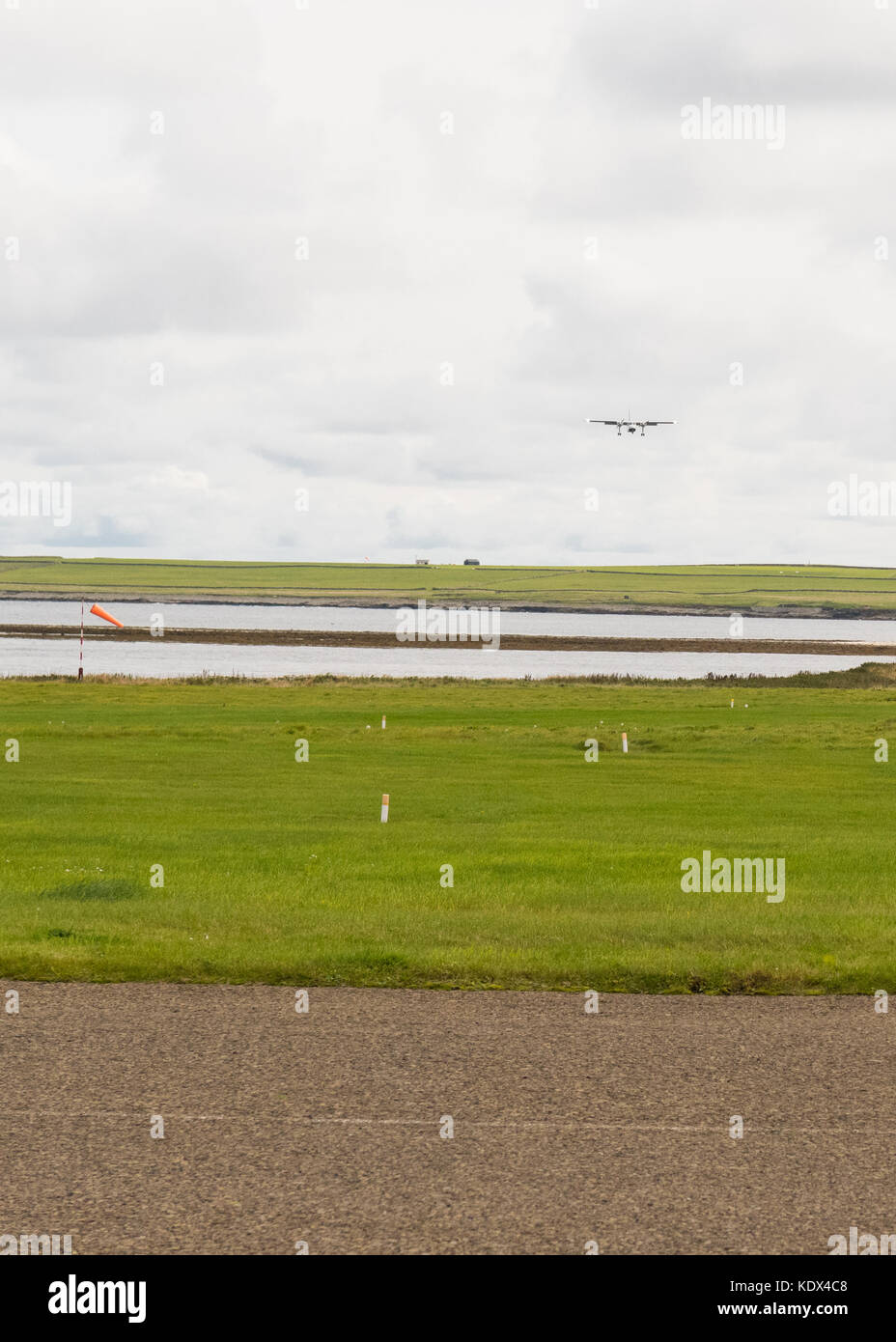 Loganair plane flying towards Westray airport from Papa Westray airport on the horizon, Orkney Islands, Scotland, - Stock Image