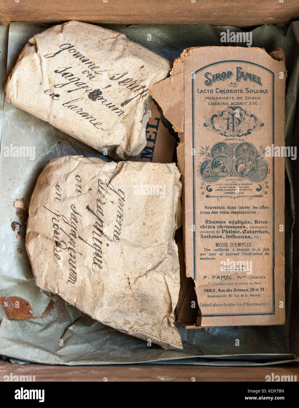 Carpentras, Provence, France. Medicines in the old pharmacy in the Hotel-Dieu, dating from 1754 - Stock Image