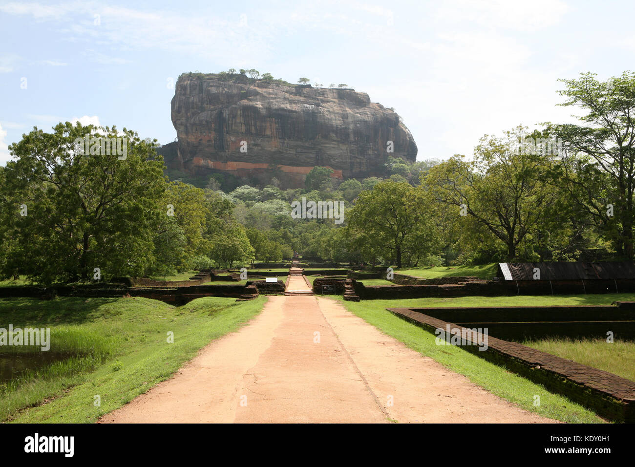 Sigiriya Lion Rock Festung in Sri Lanka mit Wandmalereien - Unesco World Heritage - Stock Image