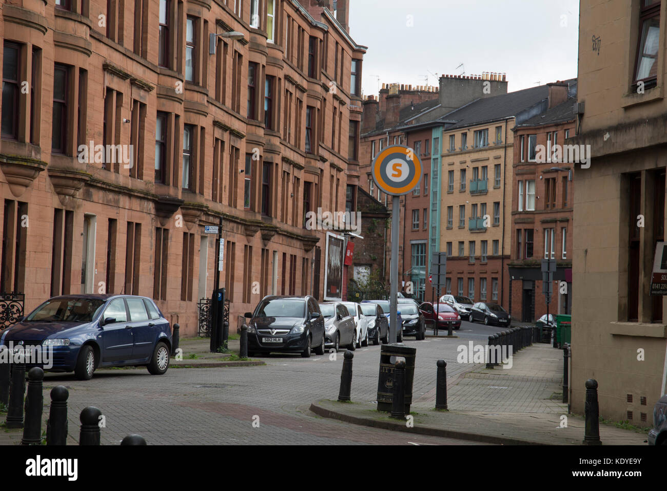 Glasgow Partick street scene with tenement flats - Stock Image