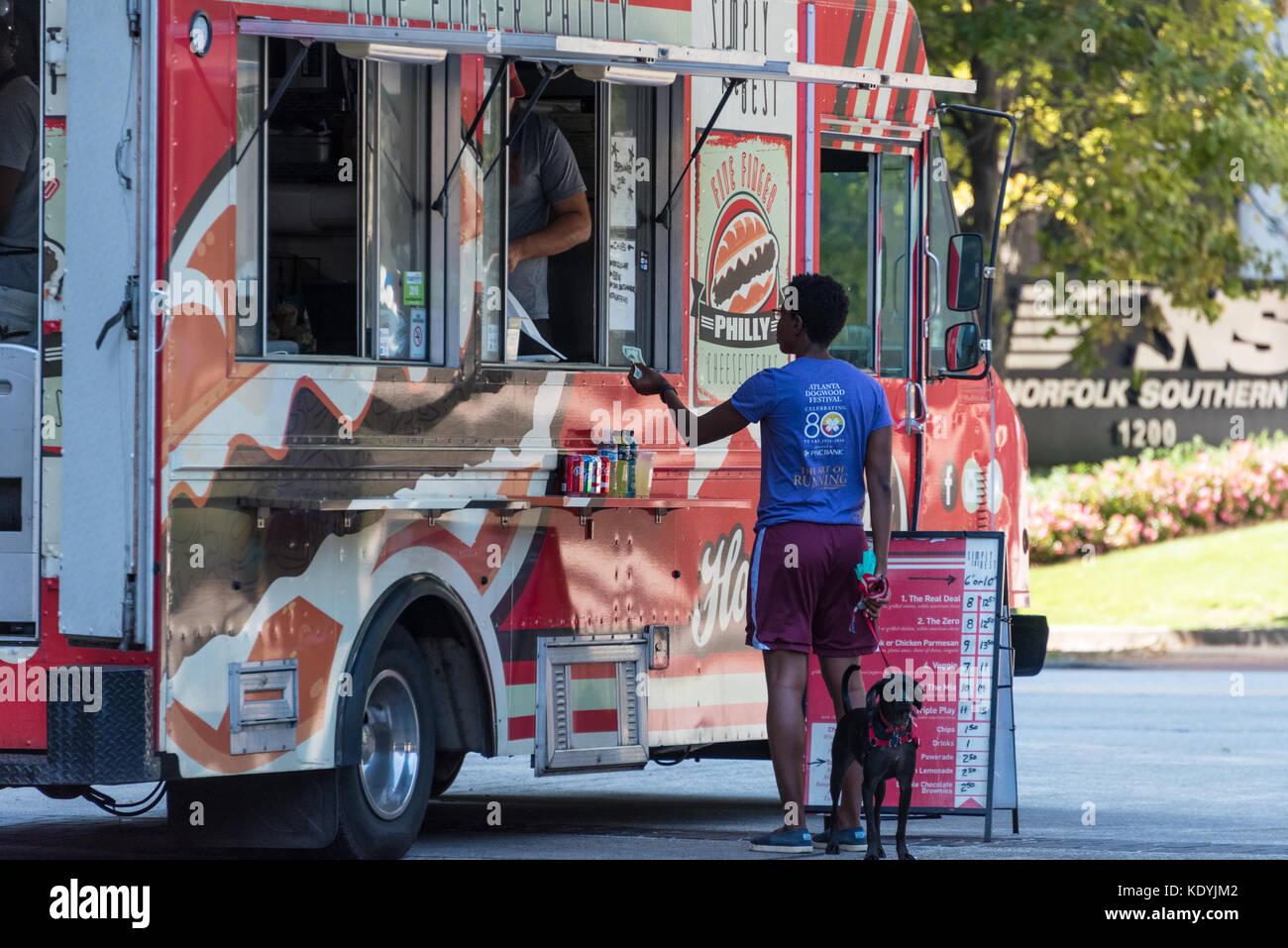 Food truck vendor at Colony Square on Peachtree Street in Midtown Atlanta, Georgia. (USA) - Stock Image