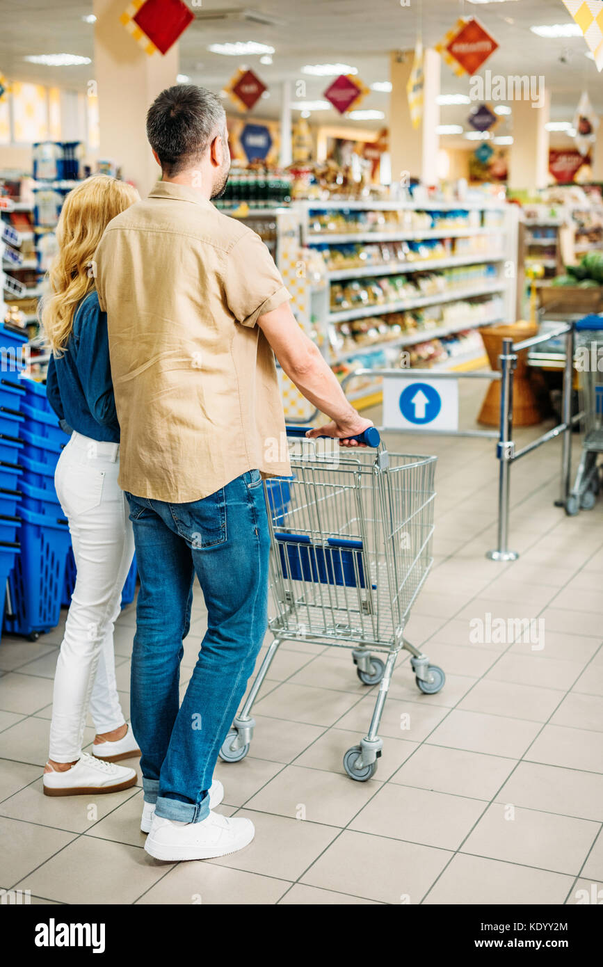 couple in grocery shop - Stock Image