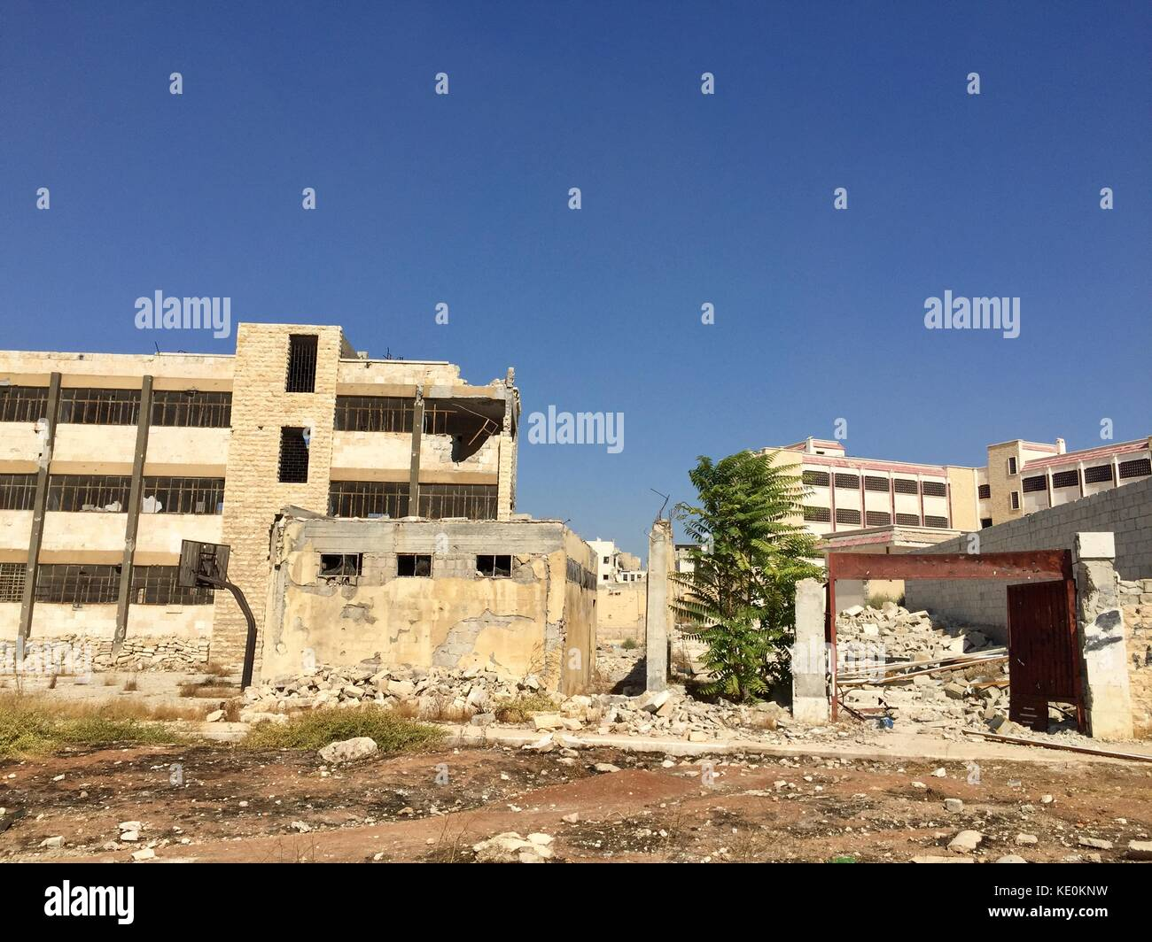 (171017) -- ALEPPO, Oct. 17, 2017 (Xinhua) -- Photo taken on Oct. 12, 2017 shows the destroyed buildings in Ibrahim - Stock Image
