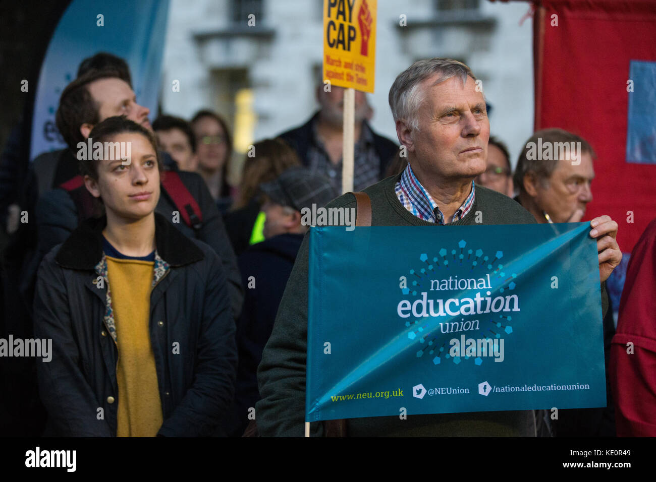 London, UK. 17th Oct, 2017. Trade union members attend a TUC rally for fair pay for public servants outside Downing - Stock Image