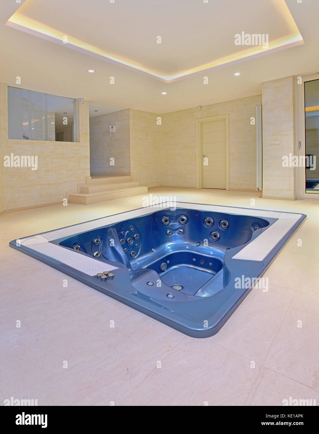 Empty Hot Tub Stock Photos & Empty Hot Tub Stock Images - Alamy